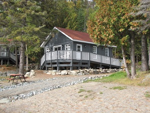 photo of wheelchair accessible cottage with ramp